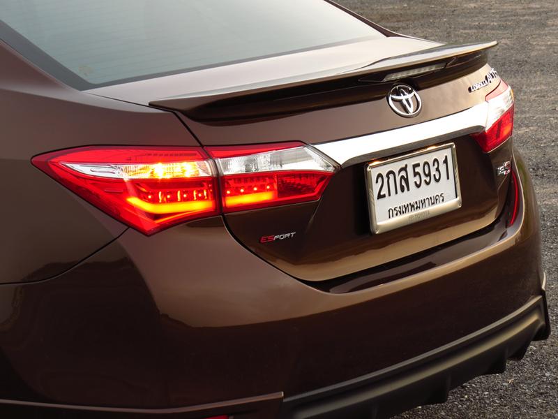 2014_06_Toyota_Corolla_Altis_10