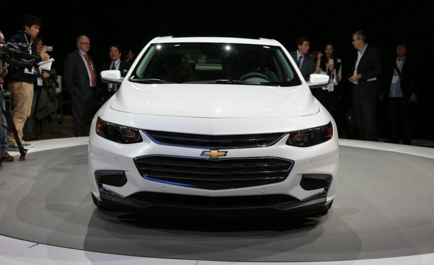 2016-Chevrolet-Malibu-2.0T-101-876x535