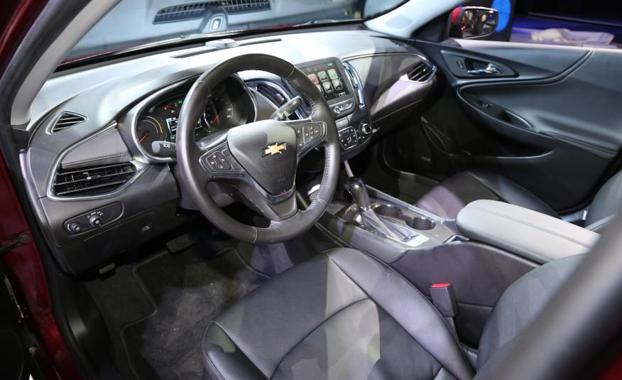2016-Chevrolet-Malibu-hybrid-117-876x535