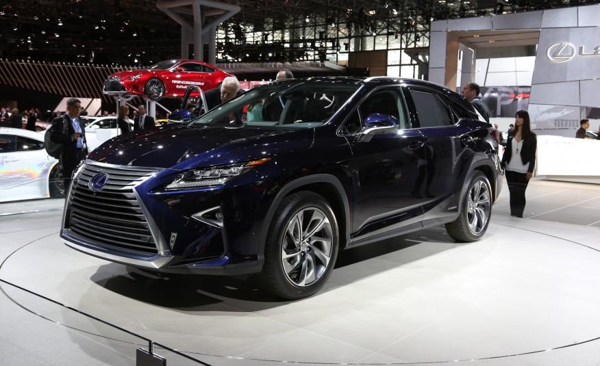 2016-Lexus-RX450h-201-876x535