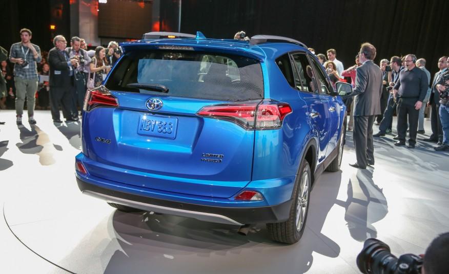 2016-Toyota-RAV4-hybrid-204-876x535
