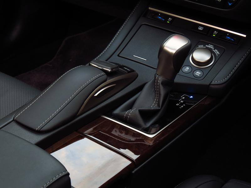 2015_08_Lexus_ES300h_Minorchange_Engine_02