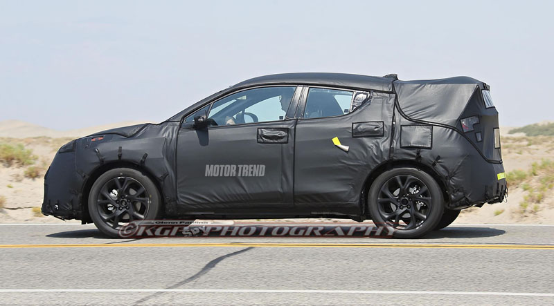 toyota-scion-subcompact-crossover-prototype-side-view