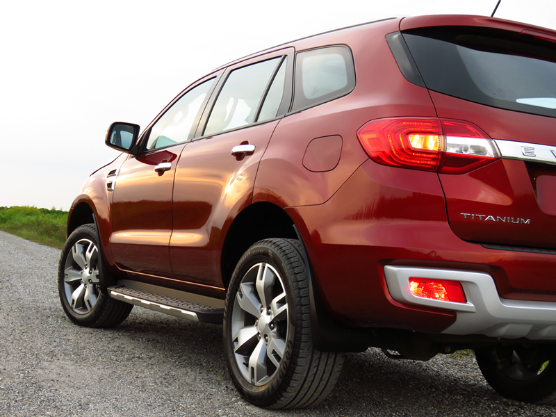 2015_07_10_Ford_Everest_02