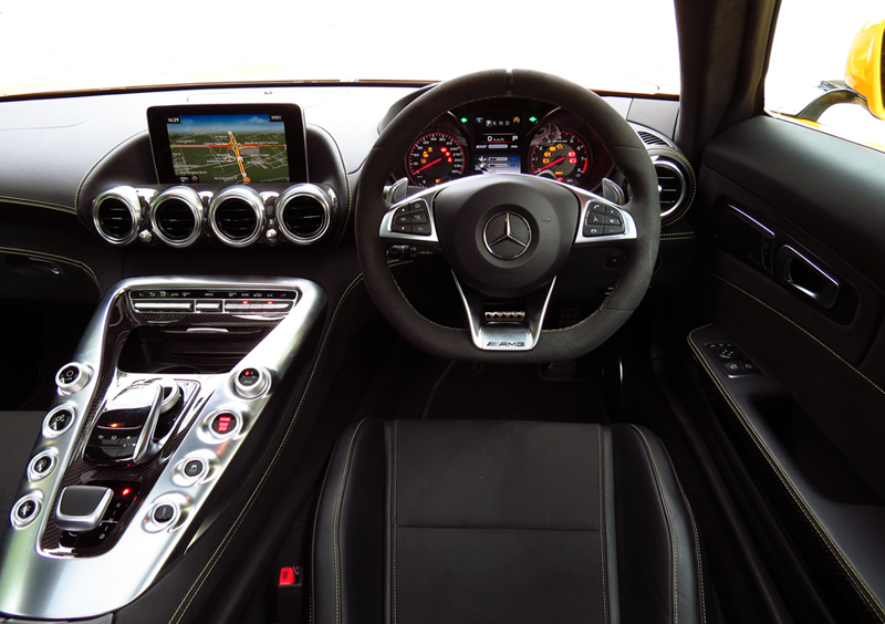 2015_08_Mercedes_Benz_AMG_GT_S_Interior_06