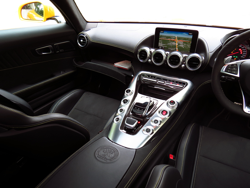 2015_08_Mercedes_Benz_AMG_GT_S_Interior_08