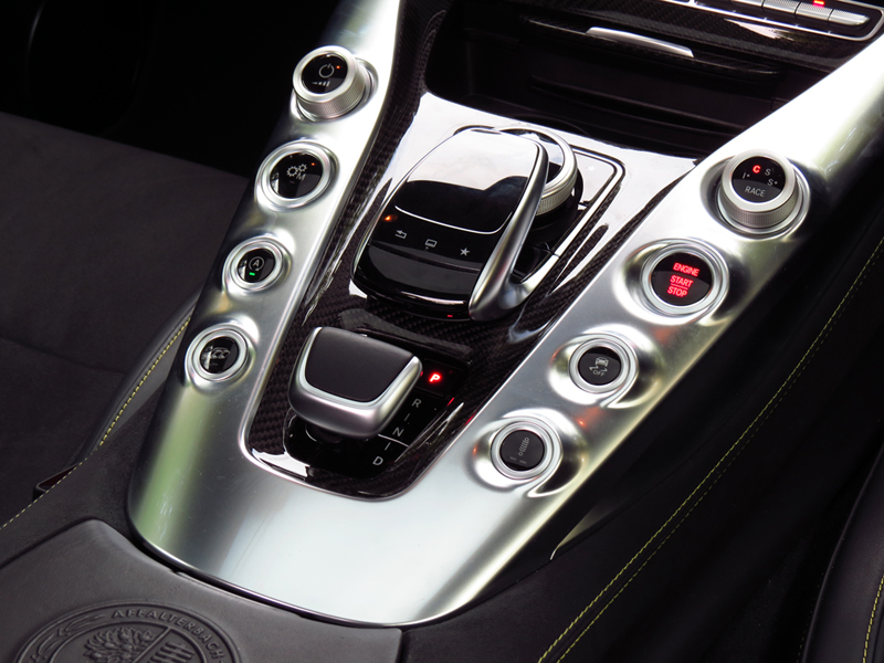 2015_08_Mercedes_Benz_AMG_GT_S_Interior_09_EDIT