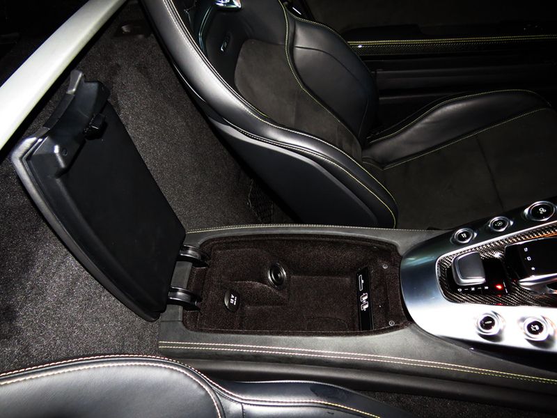 2015_08_Mercedes_Benz_AMG_GT_S_Interior_13