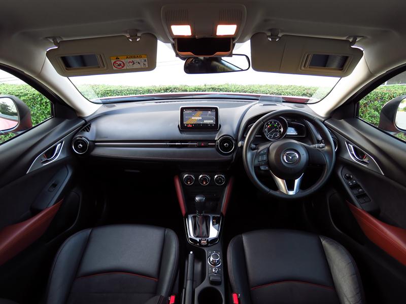 2016_02_Mazda_CX_3_Interior_07