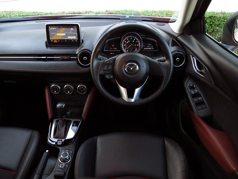 2016_02_Mazda_CX_3_Interior_08