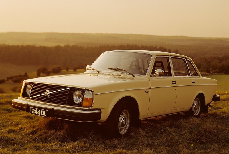 R5978_Volvo_244_DL