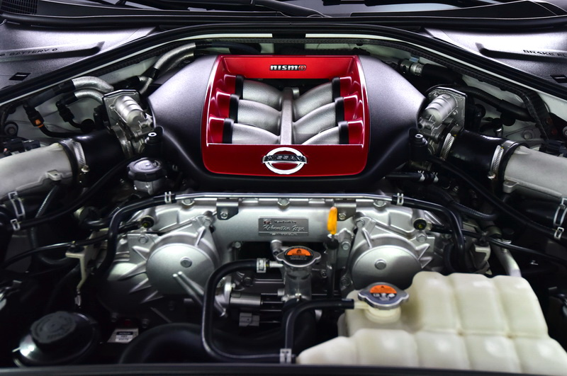 2016_04_GTRnismo_engine