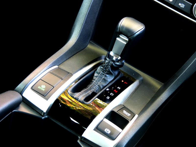 2016_04_Civic_15RS_shifter