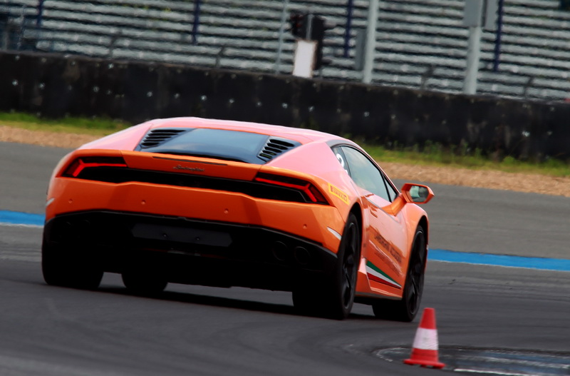2016_Huracan_LP6104or2