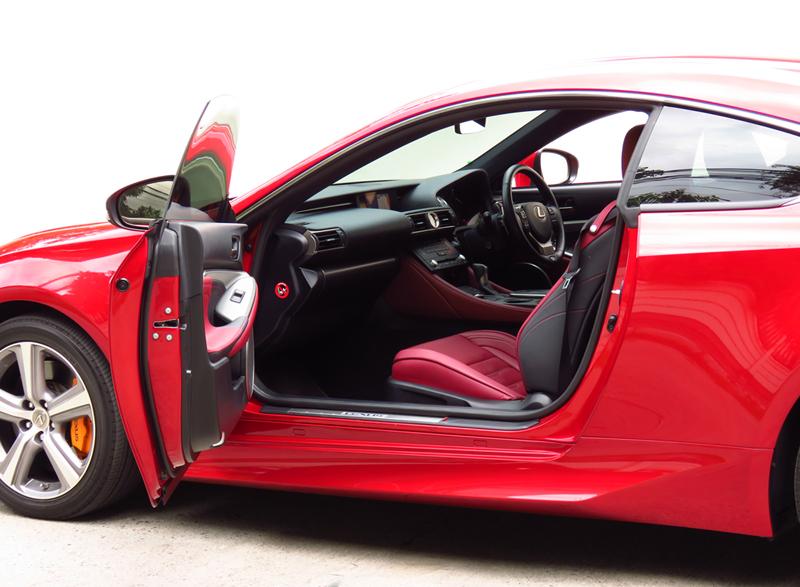 2016_08_Lexus_RC200t_Interior_02