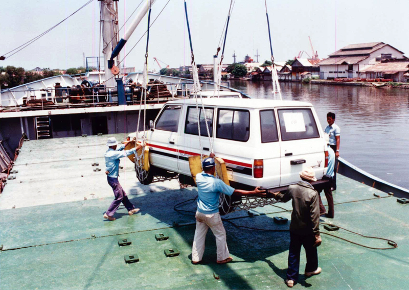 1987_Toyota_Kijang_First_Export_from_Indonesia