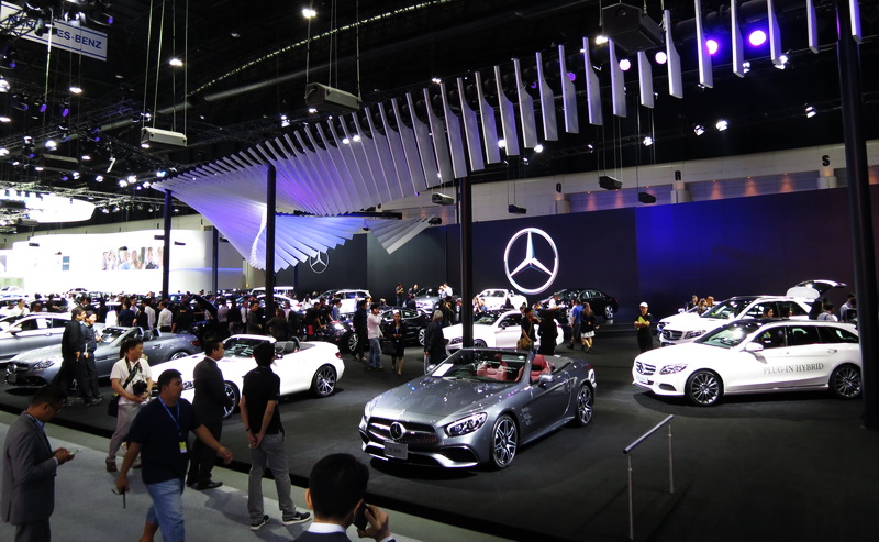 Mercedes_booth