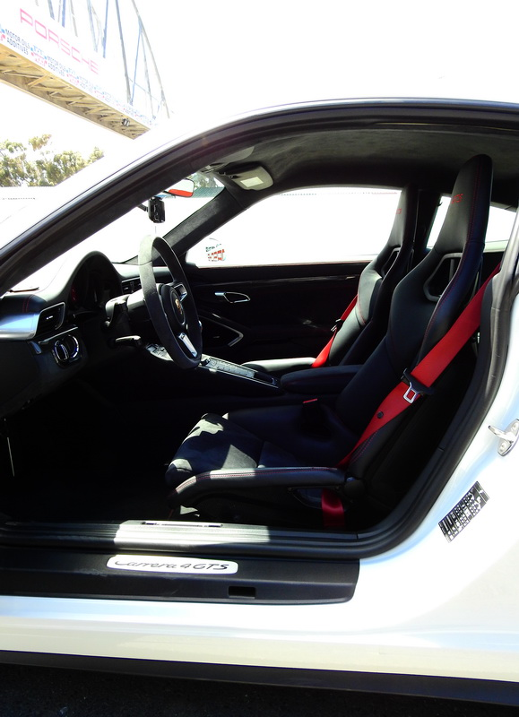 2017_CarreraGTS_Coupe_7sp_frontseats01