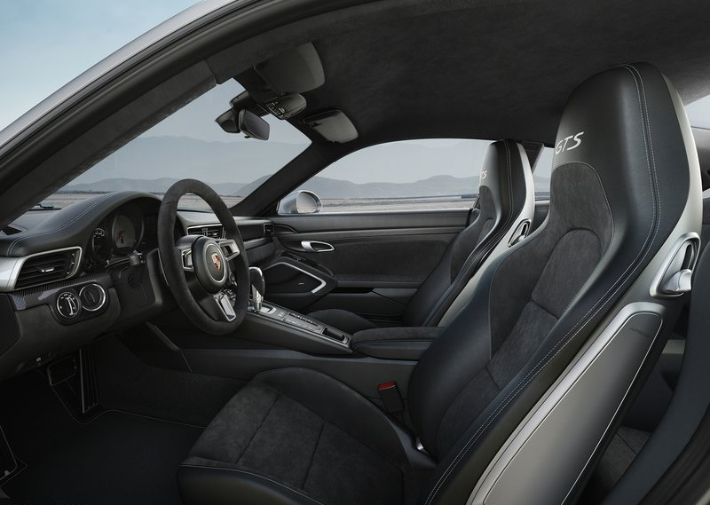 Porsche-911_GTS-2018-800-17
