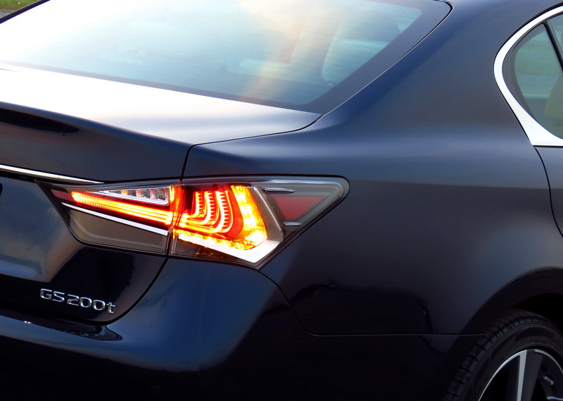 2017_01_LexusGS200t_ending
