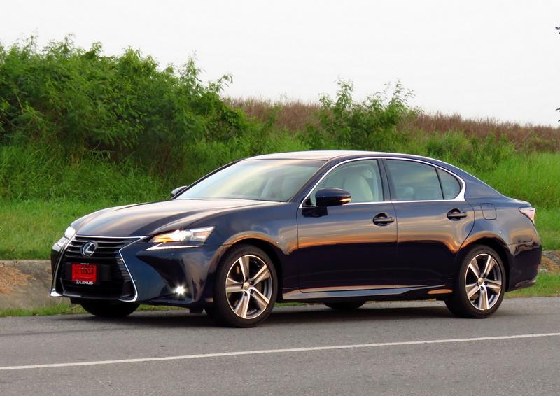 2017_01_LexusGS200t_ex_be01B