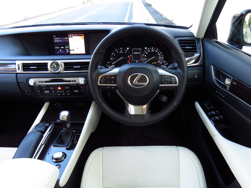 2017_01_LexusGS200t_i_cockpit