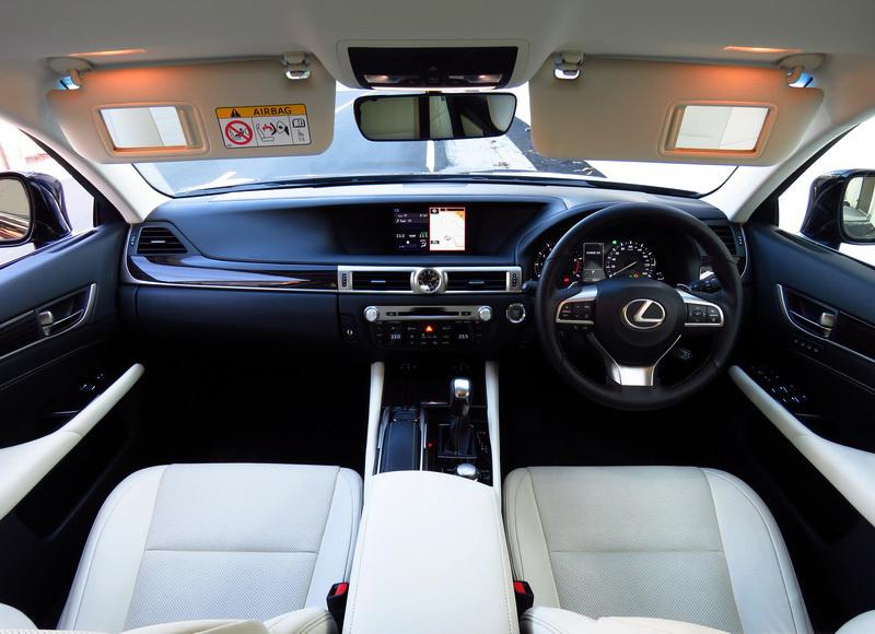 2017_01_LexusGS200t_i_dashboard
