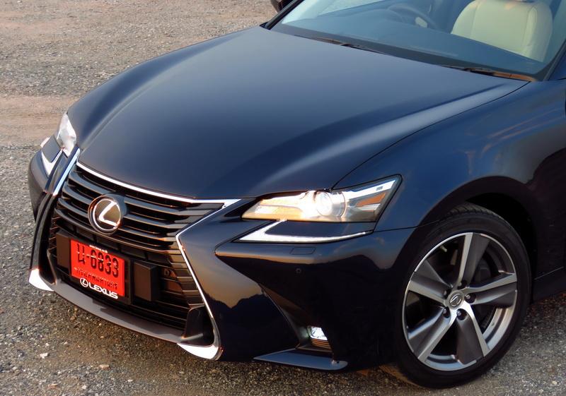 2017_01_LexusGS200t_opening