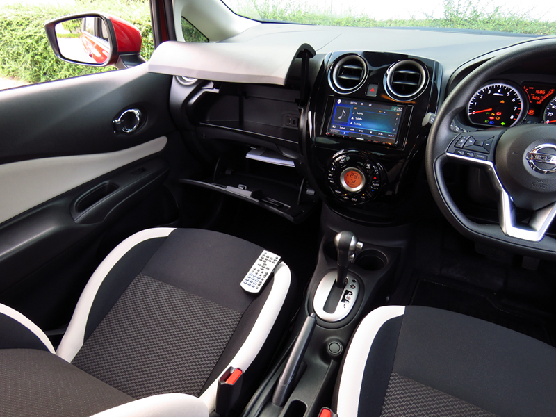 2017_03_Nissan_Note_Interior_10