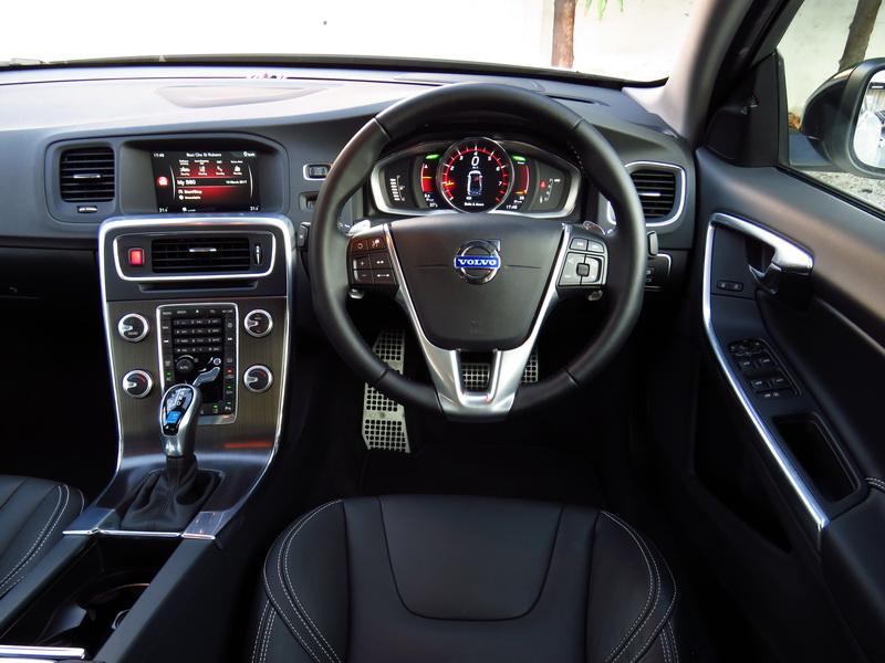 2017_03_VolvoS60PP_cockpit