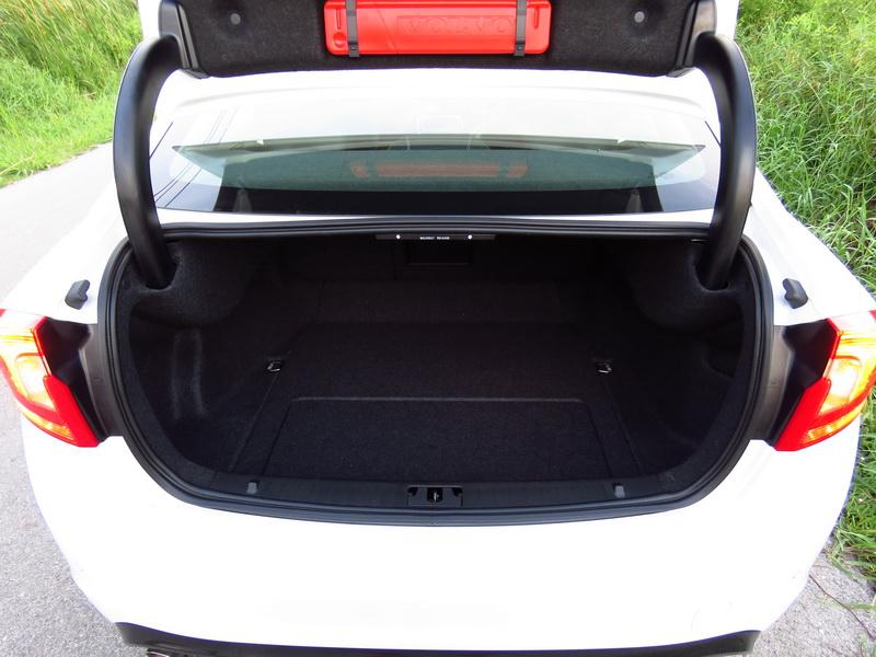 2017_03_VolvoS60PP_rearcargo1