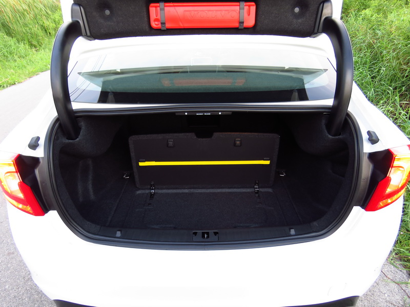 2017_03_VolvoS60PP_rearcargo2