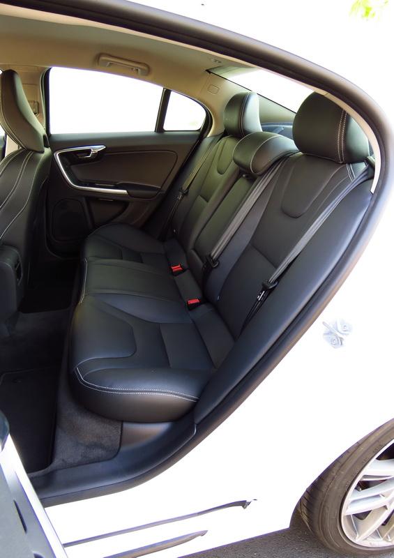 2017_03_VolvoS60PP_rearseats