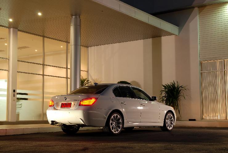 BMW 520d Sport ใช้เครื่องยนต์ดีเซล 4 สูบ DOHC 16 วาล์ว 2.0 ลิตร